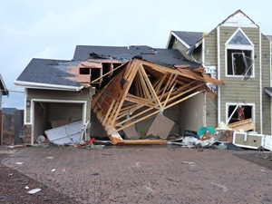 Bellemont,_Arizona_tornado_damage_2010 - noaa-wikimedia