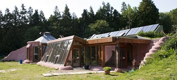 Earthship project, Brighton UK (CC BY 2.0) - by Dominic's pics