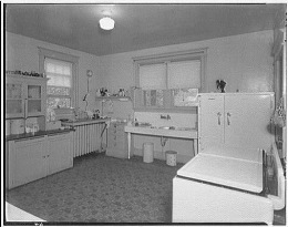 Kitchen with open centre (CC BY 2.0) by whitewall buick