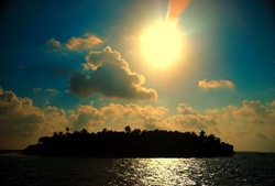 Sunshine over Island (CC BY 2.0) by notsogoodphotography